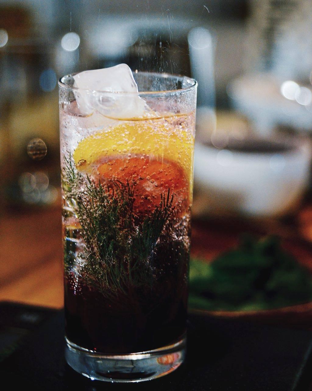 Зачем добавлять лёд в холодные летние напитки