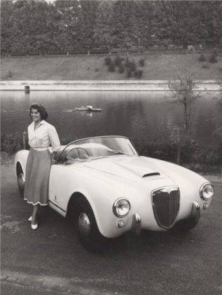 Автомобиль Lancia Aurelia - Stone Forest