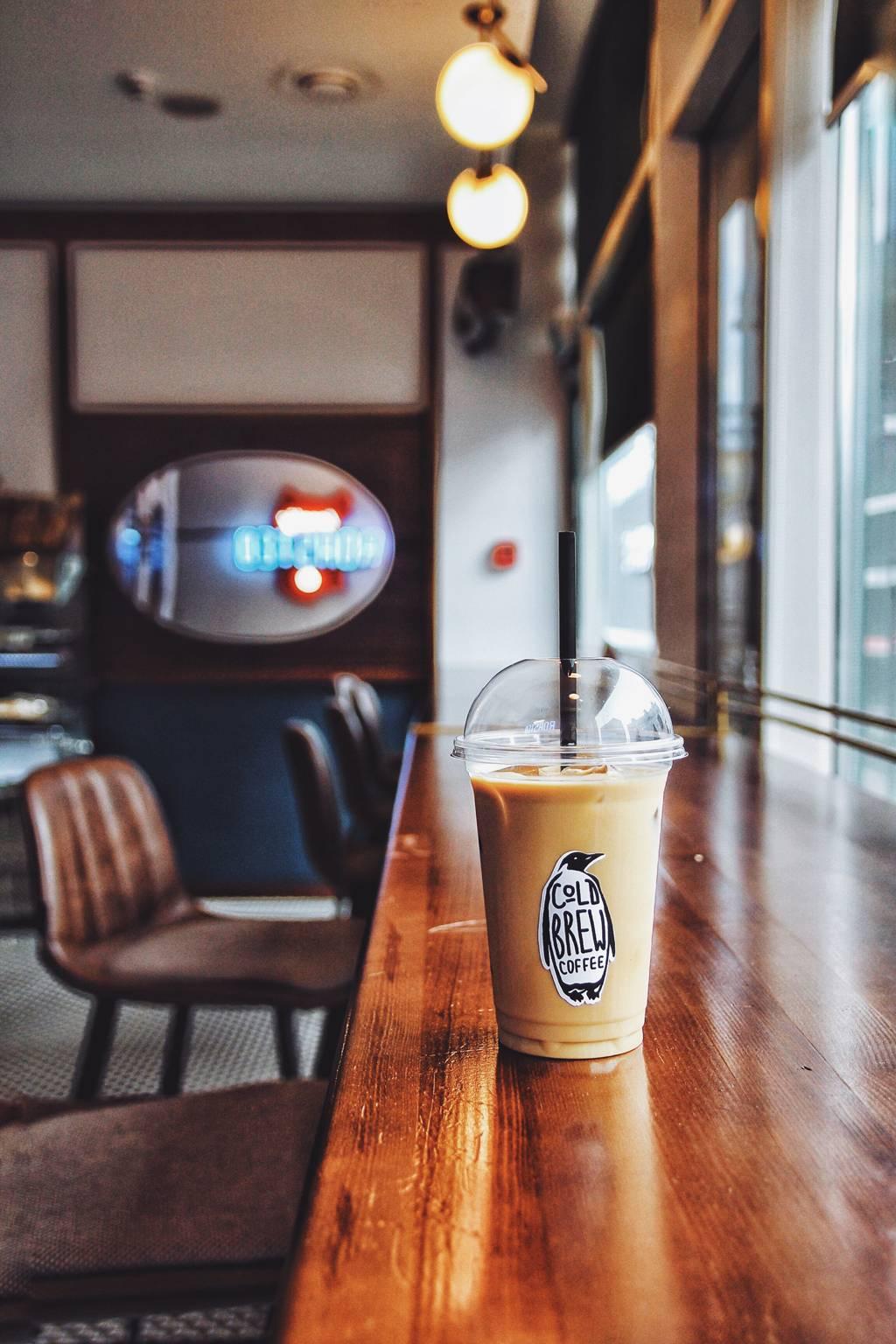Летние холодные напитки на основе кофе и молока