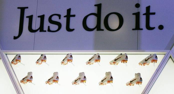 Белые бутсы Nike - Stone Forest