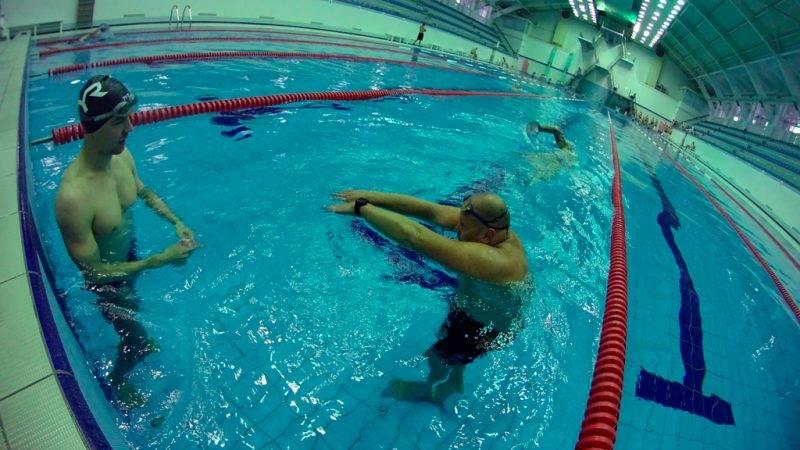 инструктор по плаванию трахнул