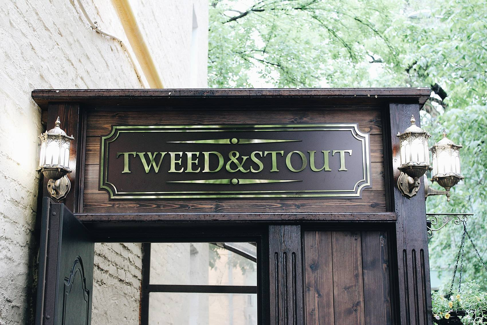 Tweed and Stout Pub - Stone Forest