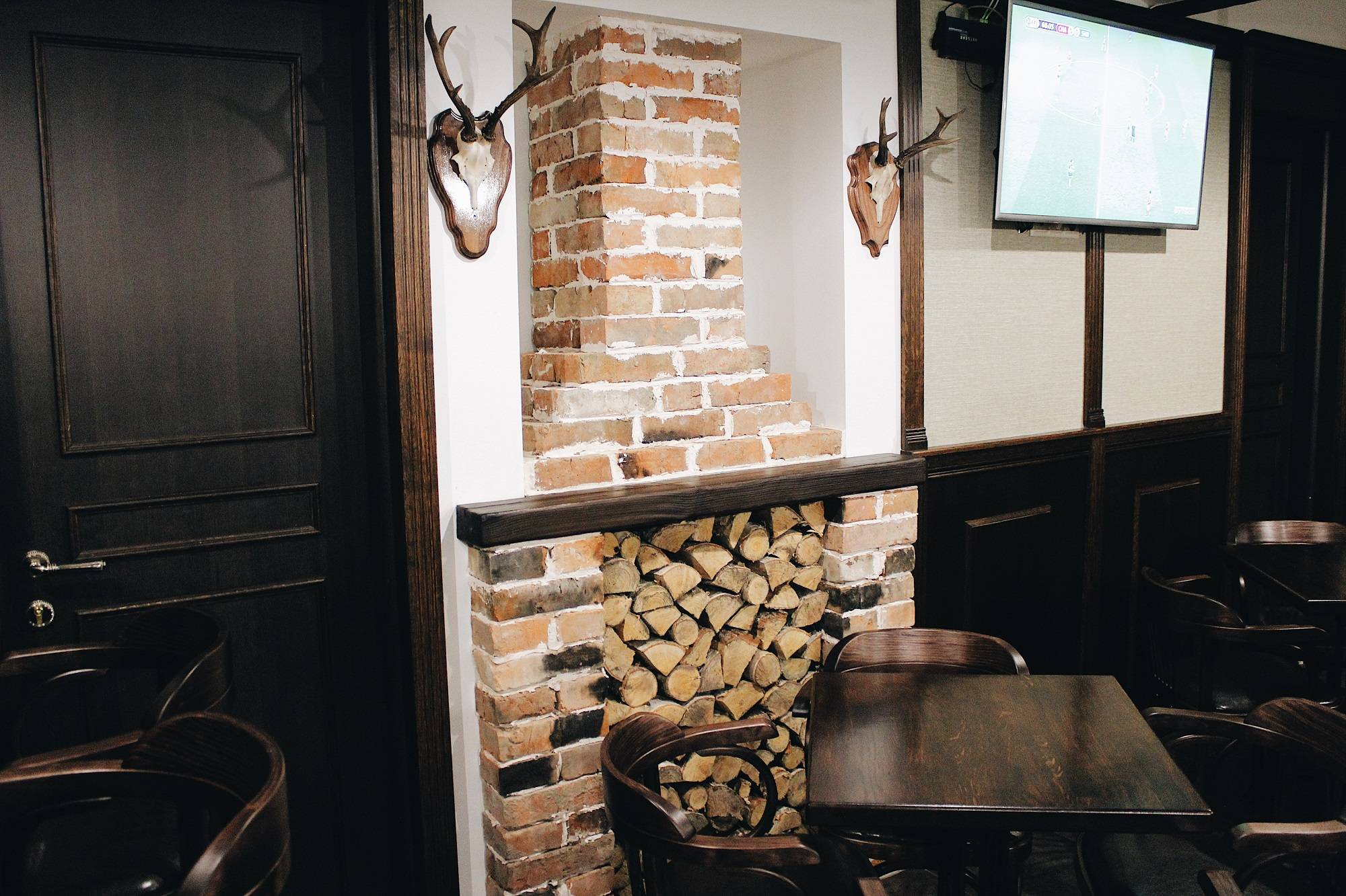 Паб Tweed and Stout Pub - Stone Forest