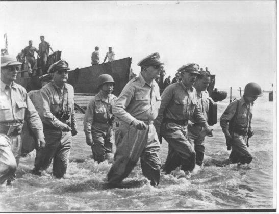 Генерал Второй мировой войны Дуглас Макартур - Stone Forest