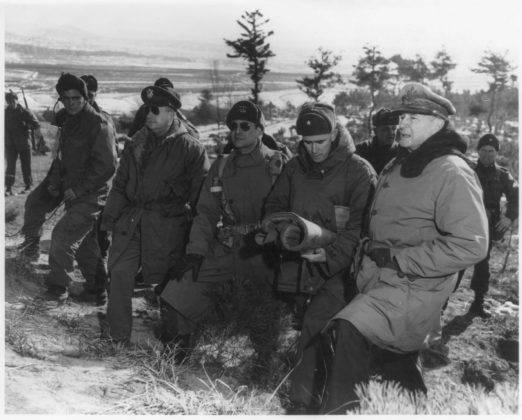 Генерал Дуглас Макартур в Корее - Stone Forest