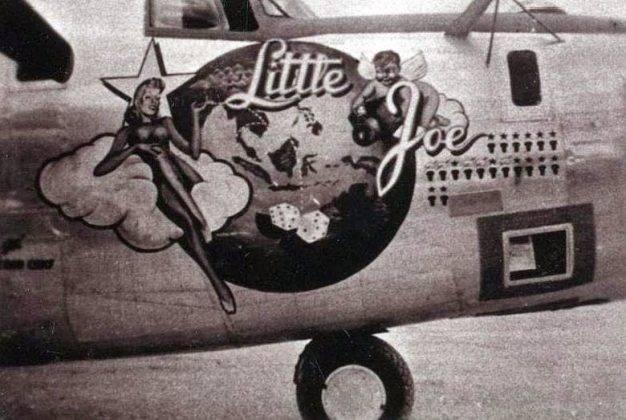 Пошлые рисунки девушек на борту самолета - Stone Forest