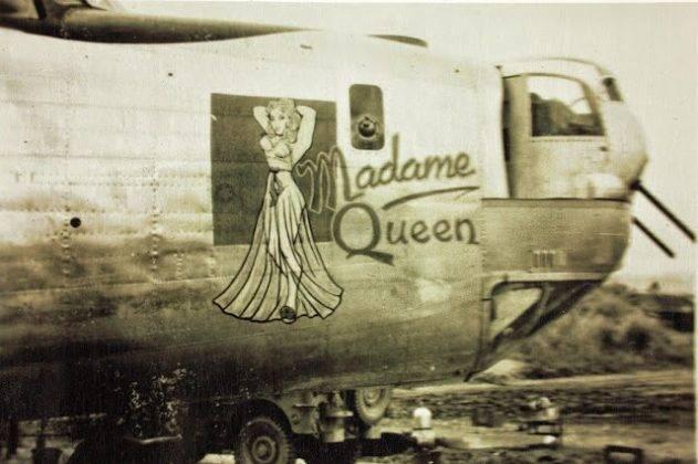 Рисунки сексуальных девушек на борту самолета - Stone Forest