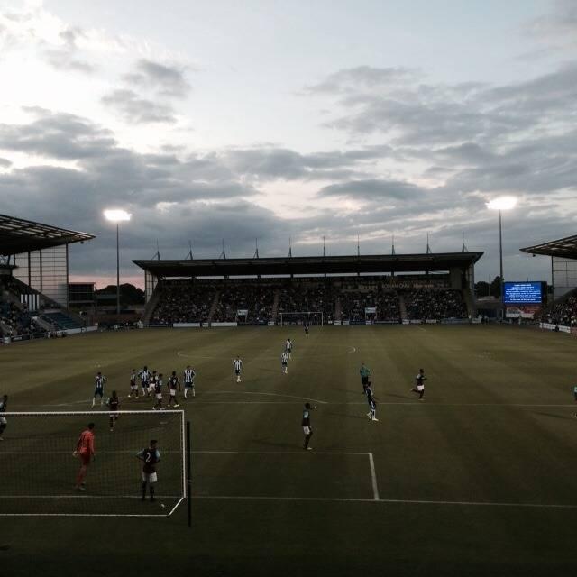 Стадион Колчестер Юнайтед - Stone Forest