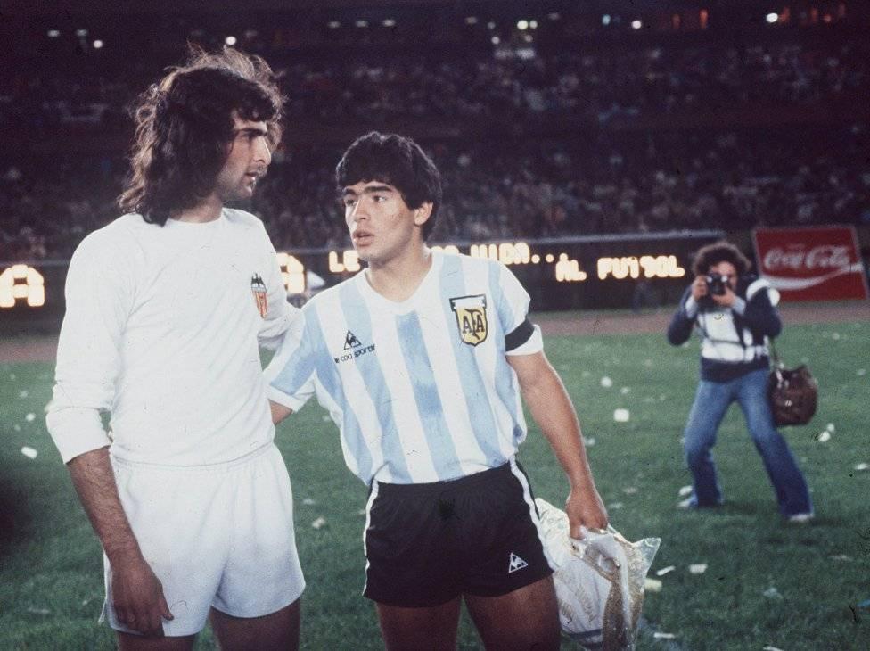 Марио Кемпес и Диего Марадона - Stone Forest