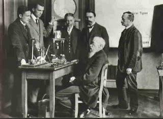 Вильгельм Вундт и ученики - Stone Forest