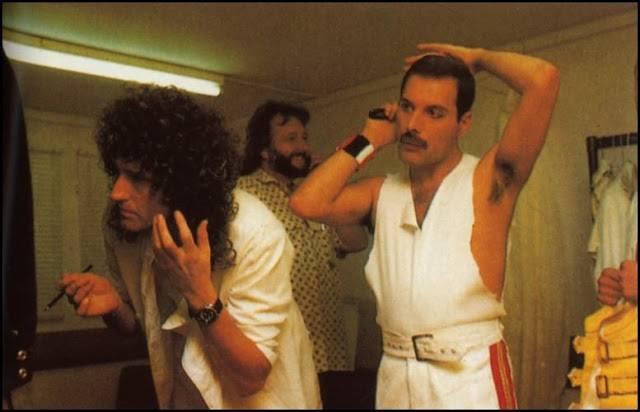 Фредди Меркури перед выступлением - Stone Forest