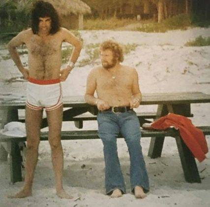 Фредди Меркури в шортах - Stone Forest