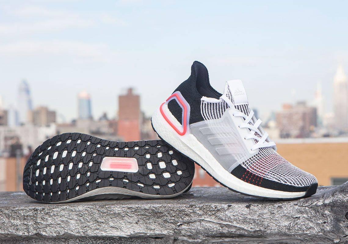 Кроссовки, создаваемые для бега, часто становятся холстом для самовыражения в сникер-культуре