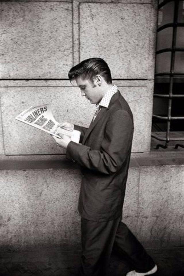 Элвис Пресли читает газету - Каменный лес Stone Forest