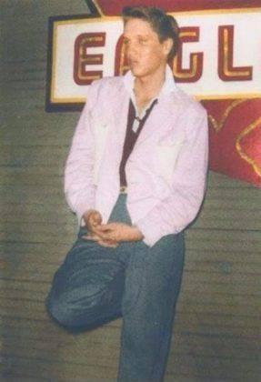Молодой Элвис Пресли фотография - Каменный лес Stone Forest