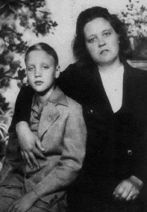 Мать Элвиса Пресли - Каменный лес Stone Forest
