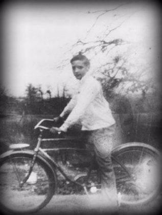 Элвис Пресли в детстве - Каменный лес Stone Forest