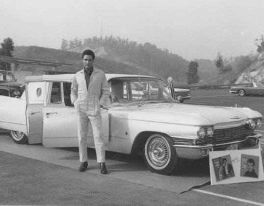 Элвис Пресли и 1960 Cadillac Series 75 Fleetwood Limousine - Каменный лес Stone Forest