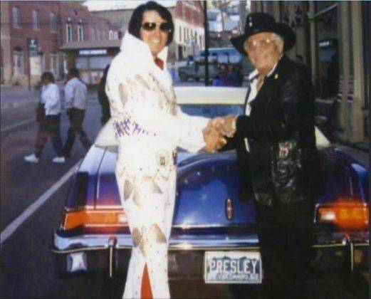 Элвис Пресли и 1975 Lincoln Mark IV- Каменный лес Stone Forest