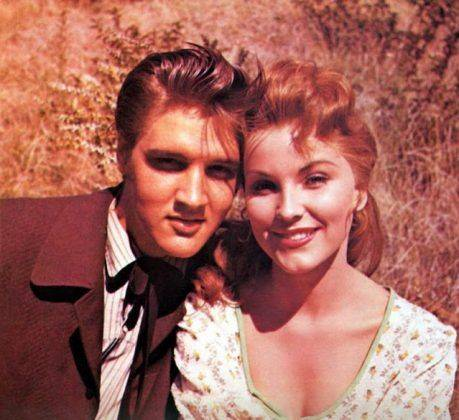 """Элвис Пресли и Дебра Пейджит на съемках фильма """"Люби меня нежно"""" - Каменный лес Stone Forest"""