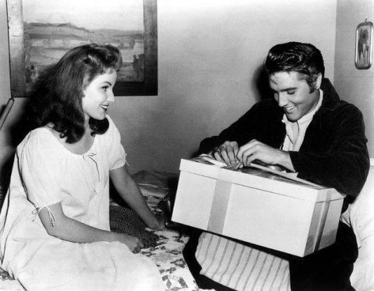 Элвис Пресли и Дебра Пейджит на съемках фильма - Каменный лес Stone Forest