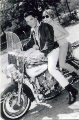 Элвис Пресли на мотоцикле - Каменный лес Stone Forest