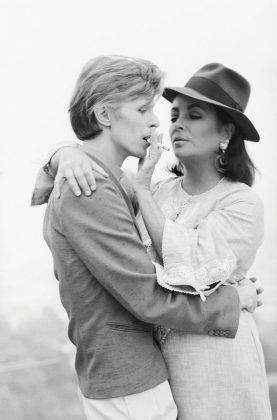 Дэвид Боуи с Элизабет Тейлор - Каменный лес Stone Forest