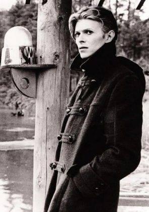 Кинокартина Человек, который упал на Землю 1976 г. - Каменный лес Stone Forest