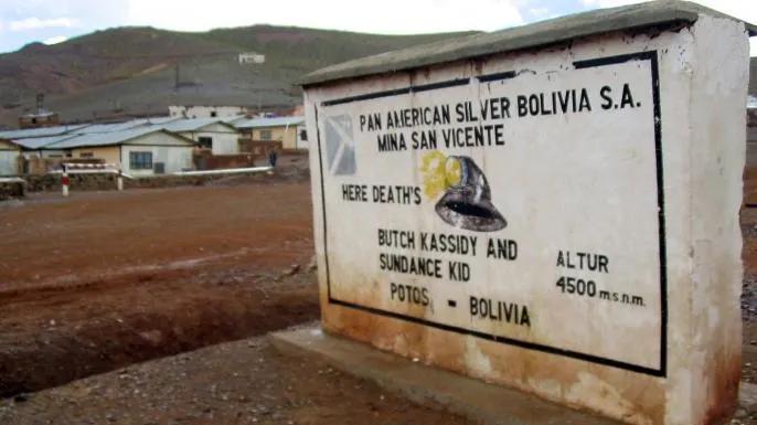 Памятная табличка в Боливии, посвященная смерти Бутчу Кэссиди и Сандэнса Кида - Каменный лес Stone Forest