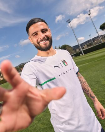 Гостевая Форма сборной Италии по футболу 2021 - Каменный лес Stone Forest