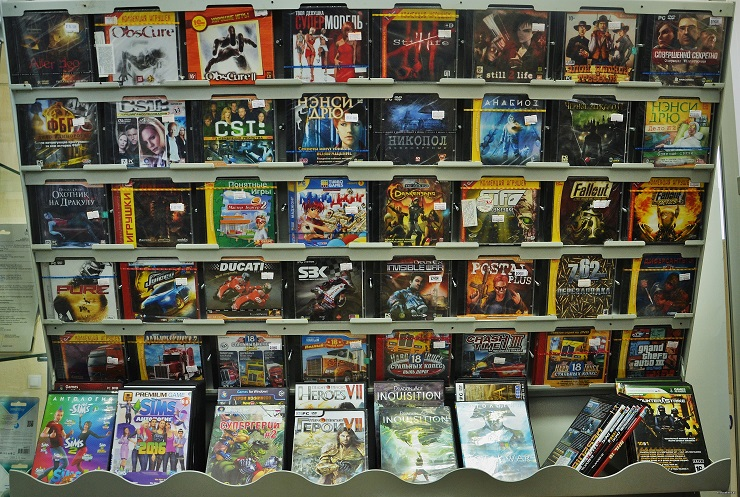 Прилавки видеоигр 1990-х годов