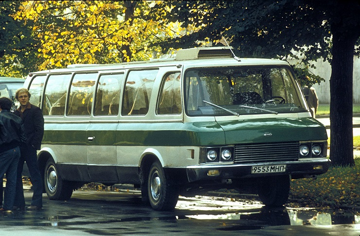 Микроавтобус ЗИЛ-118 - Каменный лес Stone Forest
