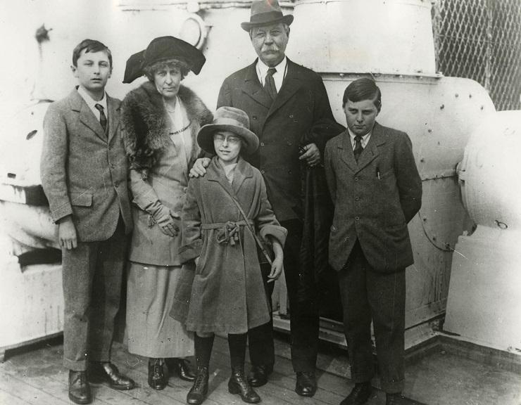 Артур Конан Дойл с семьей - Каменный лес Stone Forest