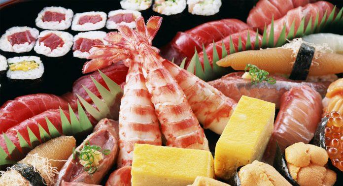 Где в Москве суши и роллы с бесплатной доставкой